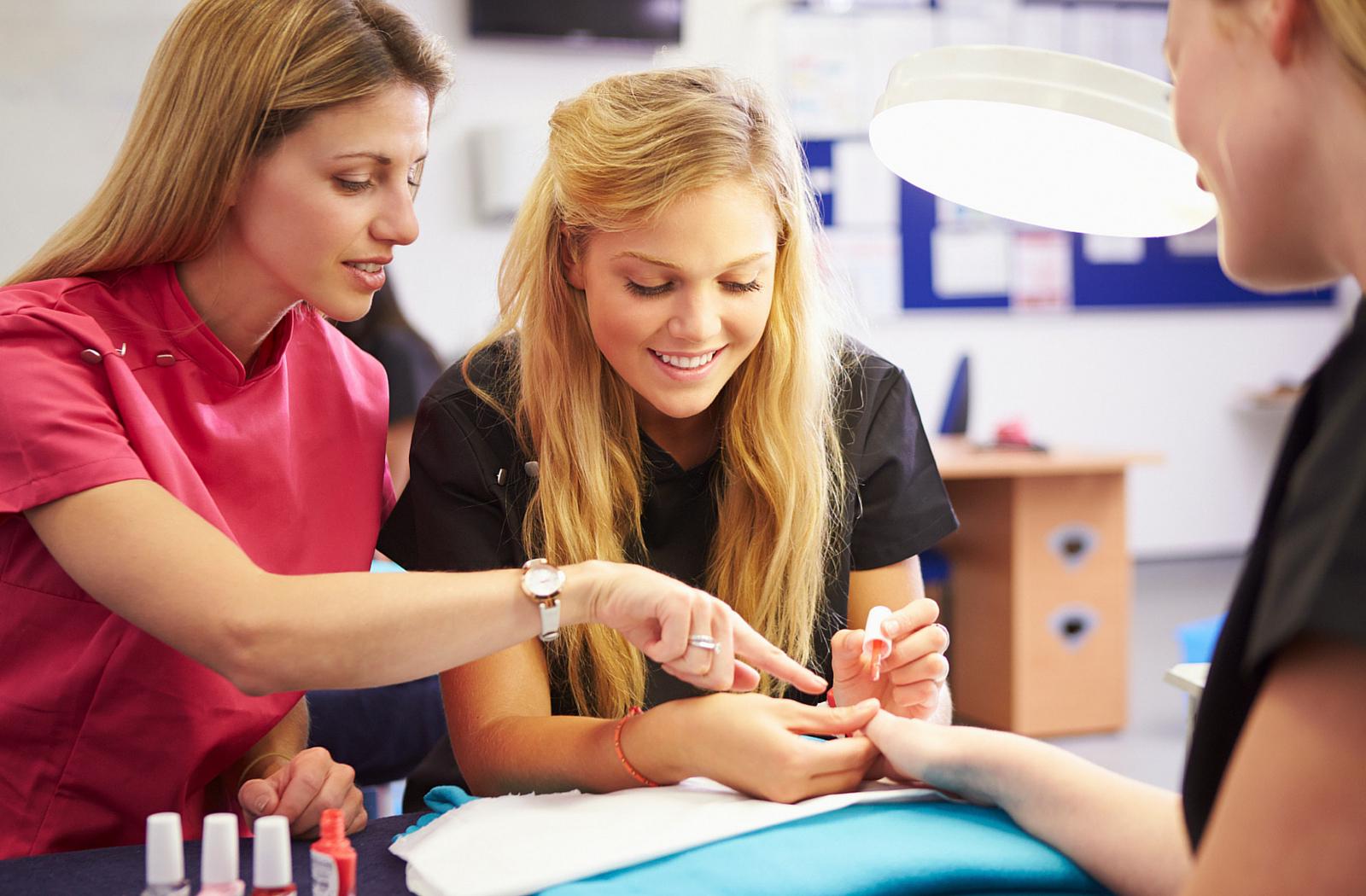 """Расширенный практический комплексный курс маникюра, педикюра и наращивания ногтей """"Профи Мастер"""""""